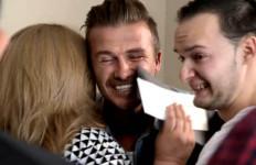 VIDEO Tangis Haru di Reality Show, Beckham Bawa 100.000 Dolar AS ke Keluarga Mantan Pesepakbola Ini - JPNN.com