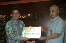 Bumida Serahkan Uang Rp6,5 Miliar yang Dibawa Trigana Air ke PT Pos Indonesia - JPNN.com