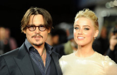 Sayang Istri, Johnny Depp Rela sampai Jual Barang Berharga Ini - JPNN.com