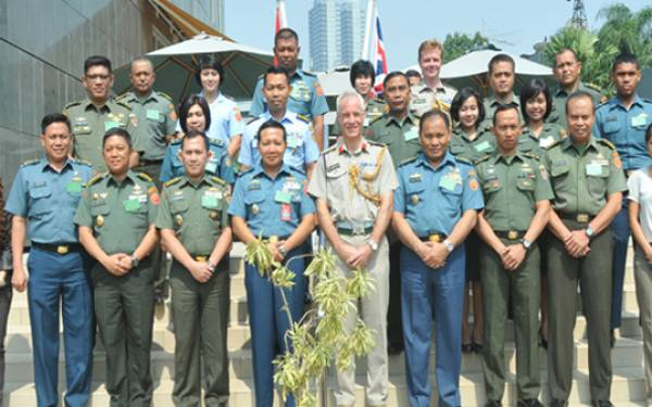 Puspen TNI Gandeng Atase Pertahanan Inggris - JPNN.com