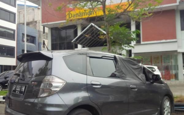 Parkir Mobil Lima Menit, Uang Ratusan Juta Berpindah Tangan ke Penjahat Jalanan - JPNN.com