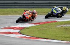 Permusuhan Rossi vs Marquez, Dari Senggolan, Perang Komentar Hingga Penendangan - JPNN.com