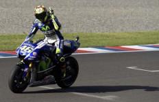 Rossi: Sanksi Ini Memotong Kaki Saya dan Membuat Marquez Menang - JPNN.com