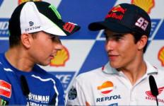 Dituding Berkonspirasi dengan Marquez untuk Jegal Rossi, Begini Reaksi Lorenzo - JPNN.com