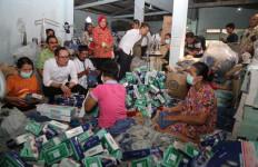 Menaker Hanif: Serikat Pekerja harus Kuat di Perusahaan, Bukan di Jalanan - JPNN.com