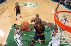 Ketat! Lakoni 2 Overtime, LeBron James Cs Tumbang di Milwaukee - JPNN.com