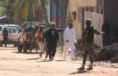 Sambil Teriak 'Allahu Akbar' Hotel Mewah Itu Diserang, 170 Orang Ditawan - JPNN.com
