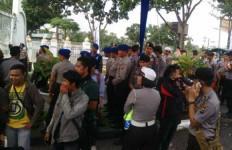 Bikin Ribut, Penggembira Kongres HMI Diangkut dengan Kapal TNI AL - JPNN.com