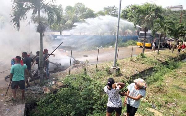 Penggusuran Ruli Berkahir Ricuh, Polisi Tembakan Puluhan Gas Air Mata - JPNN.com