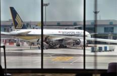 Terima Ancaman Bom, Penerbangan Singapore Airlines Ditunda Mendarat - JPNN.com