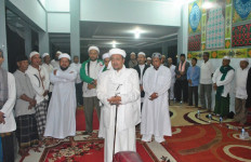 Hardline Islamic Leader Accuses Purwakarta Regent Ashamed Of His Muslim Identity - JPNN.com