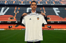 Jadi Pelatih Baru Valencia, Neville Berburu Siapa Di Bursa Transfer? - JPNN.com