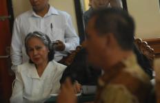 Kisah Mengharukan, Teman Kelas Ibu Riana Jokowi Saat Bersaksi di Persidangan Kasus Pembunuhan Engeline - JPNN.com