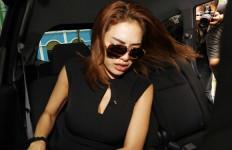 Saat Nikita Mirzani Digrebek, Cowok Ini Kok Kelimpungan Ya? - JPNN.com