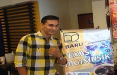 Begini Cara Darius Sinathrya Lawan Download Ilegal - JPNN.com
