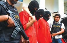 GAWAT! Pistol Kurir Sabu Ternyata Milik Supir Komjen Anang Iskandar - JPNN.com
