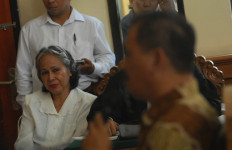 Margriet Menangis Saat Hakim Mengejar Warisan Bocah Engeline - JPNN.com