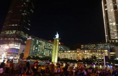 Ribuan Warga Padati Bundaran HI, Hanya Transjakarta yang Boleh Lewat - JPNN.com