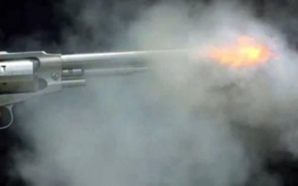 Miliki Senpi Revolver, Warga Pilih Serahkan ke Polisi - JPNN.com