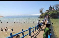 Wisata Pantai Bajulmati Tetap Buka - JPNN.com