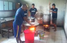 Di Balik Jeruji Lapas Sorong: Makan 3 Kali Sehari Menu ala Restoran - JPNN.com