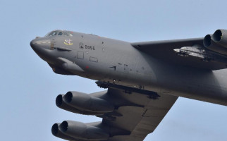 Panas! Pesawat Pengembom AS yang Gede Bingit Ini Terbang Rendah di Langit Korut - JPNN.com