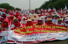 Miriiss.. Demi Jadi Bidan Tetap, Bidan PTT Harus Bayar Uang Puluhan Juta - JPNN.com