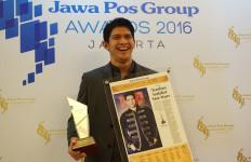 Penghargaan dari Jawa Pos Group Bikin Iko Uwais Makin Semangat - JPNN.com