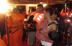 30 Menit Berlayar, Kapal yang Membawa 81 Penumpang Terbakar - JPNN.com