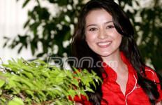 Tyo Pakusadewo Ratusan Kali Minta Cium Bibir Julie Estelle - JPNN.com