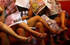 Demi Hidupi 2 Anak, Janda Rela Tunggu Hidung Belang di Warung Remang-remang - JPNN.com