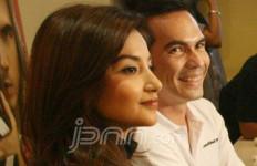 Syuting Film Bareng Istri, Oh.. Begini Cara Pasangan Selebriti Ini Urus Anak - JPNN.com