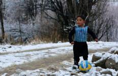 Gara-gara Jersey Messi, Bocah Afghanistan Ini Jadi Populer - JPNN.com