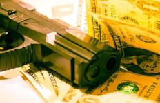 Perampokan Bank, Dorrr! Nyawa Teller Ini Selamat Lantaran Peluru Nyangkut di BH - JPNN.com