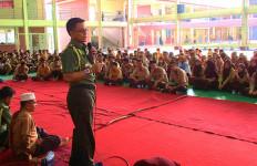 Simak: Dialog Atase Pertahanan RI dengan Anak-anak TKI di Malaysia - JPNN.com