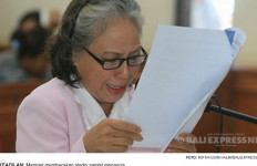 Terdakwa Pembunuhan Engeline Berurai Air Mata - JPNN.com