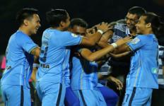 VIDEO: Pemain Malaysia Cetak Gol Menakutkan, Kalahkan Roberto Carlos - JPNN.com