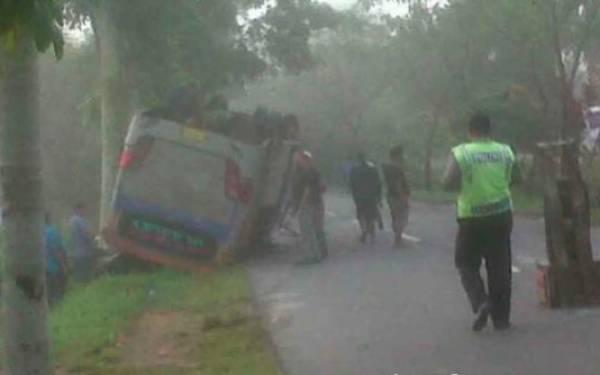 Lihat Nih! Bus Rombongan Siswa SMP Terguling, Gagal ke Bali - JPNN.com