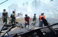 Api Membumbung Tinggi, Deretan Toko Disambar - JPNN.com