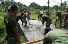 TOP! Lihat Foto Ini, Pasukan Angkatan Laut AS dan Marinir TNI AL, Ngapain? - JPNN.com