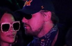 Ciee Lihat nih, Leoanardo DiCaprio Kepergok Jalan Bareng Rihanna - JPNN.com