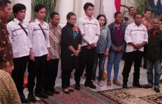 Serahkan 4 ABK ke Keluarga, Menlu: Ini Berkat Presiden Joko Widodo - JPNN.com