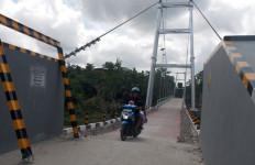 Seperti ini Kondisi Jembatan Gantung Bojong Apus yang Rusak - JPNN.com