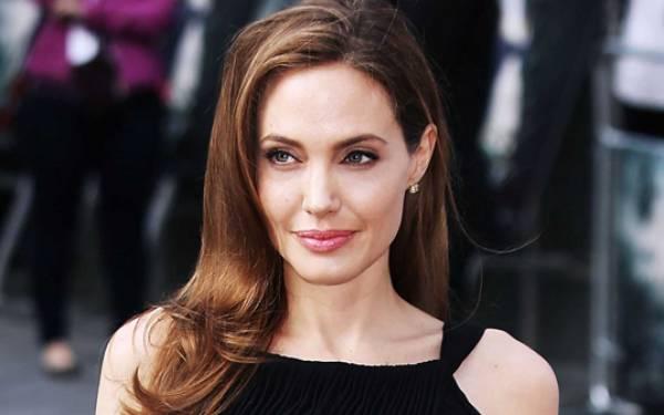 Angelina Jolie Diminta Jadi Dosen - JPNN.com