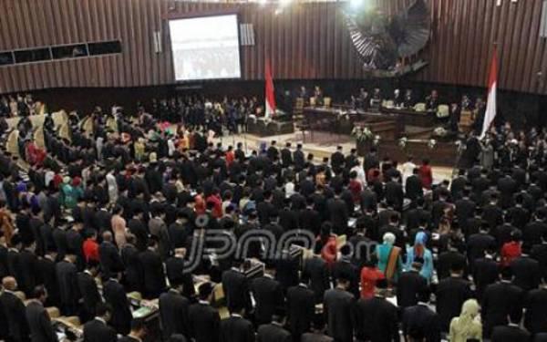 DPR Terus Berjuang Hapus Pasal Ini dari UU Pilkada - JPNN.com