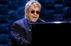 Gara-gara ini, Elton John Batal Bertemu Presiden Rusia - JPNN.com