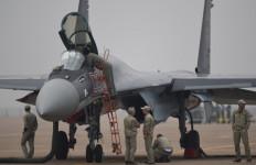 Luhut Pastikan Indonesia Beli Sukhoi Su-35 - JPNN.com