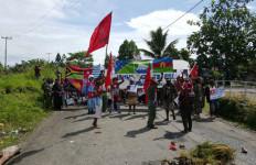 Ratusan Polri dan TNI Lokalisir Demo Papua Merdeka - JPNN.com