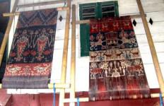 Tenun Ikat NTT Bersaing Dalam Peta Seni dan Budaya Dunia - JPNN.com