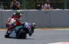 Dianggap Biang Keladi Tabrakan, Iannone Malah Salahkan Lorenzo - JPNN.com